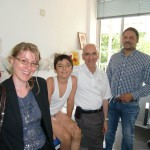 (v. li) Dolmetscherin Katrin Braun (Sprachenrohr Köln), Mihaita, Dr. Nikos Marathovouniotis (Kinderkrankenhaus Köln) und Orthopädietechniker Marc Roy (Firma Malzkorn)