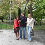 2. Zoodirektorin (li) mit Team Benefit & Joy