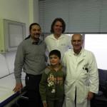 3. Mihaita mit Orthopädietechniker Mark Roy (Firma Malzkorn), Thomas (Benefit & Joy) und Dr. Nikos Marathovouniotis (Kinderkrankenhaus Köln)