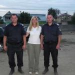 Unterstützt von freundlichen Polizeibeamten